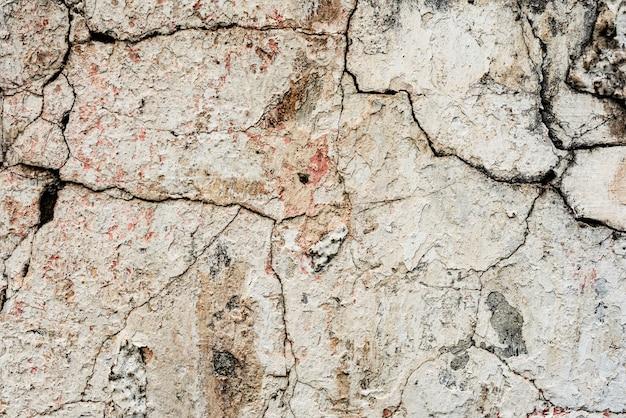 Wandfragment mit kratzern und sprungshintergrund
