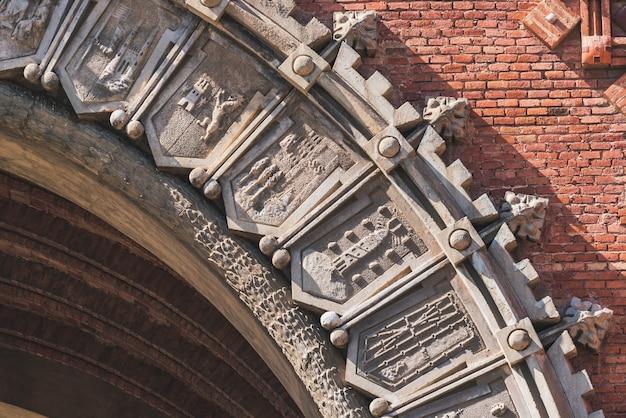 Wappen des triumphbogens von barcelona zur feier der weltausstellung