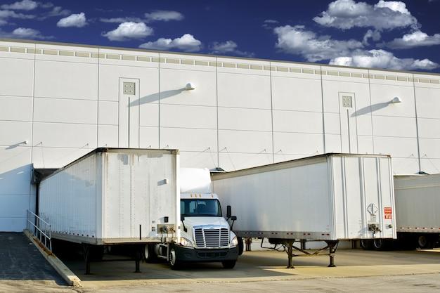 Warehouse ladedocks