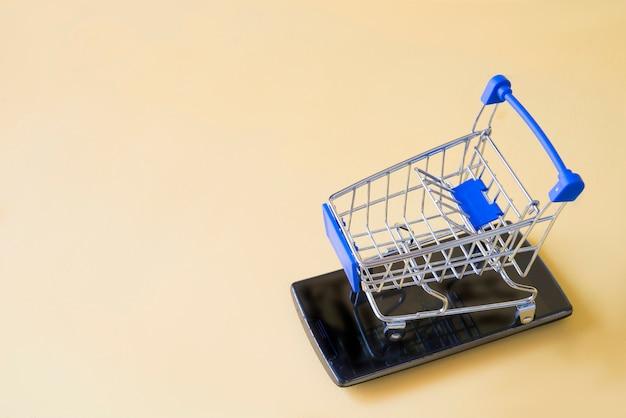 Warenkorb mit mobilen konzept shooping