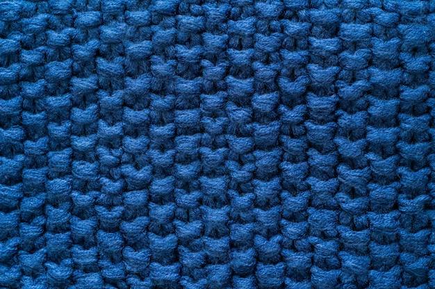 Warmer gestrickter dunkelblauer hintergrund