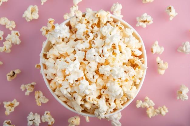 Warmes popcorn von oben gesehen
