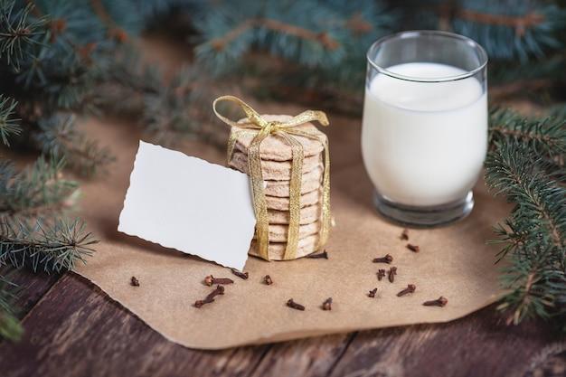 Warten auf den weihnachtsmann mit kleinen snacks