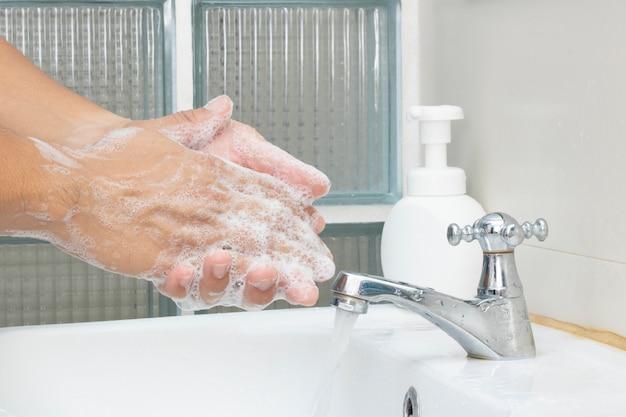 Waschen sie die händedesinfektionsseife, um die kontamination der virenbakterien zu schützen