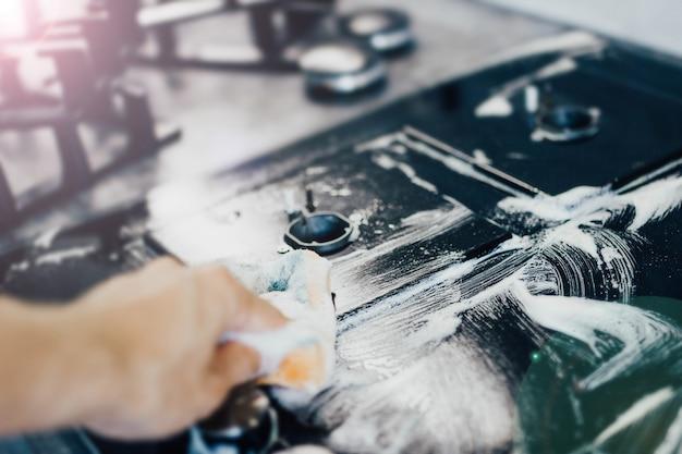 Waschen von gasherd aus glaskeramik schwarzes kochfeld