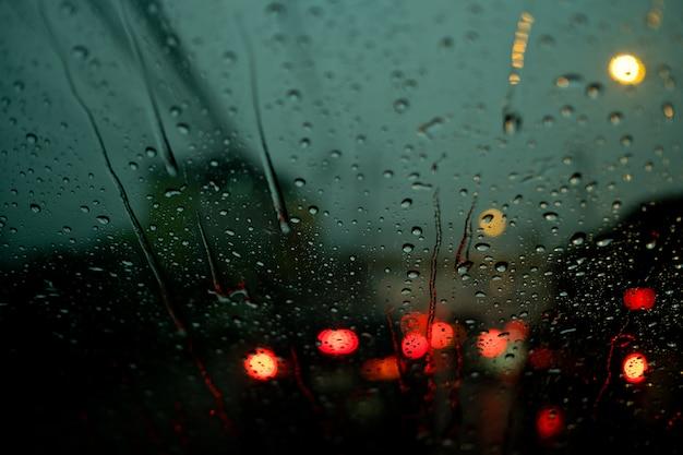 Wasser auf spiegel, regen