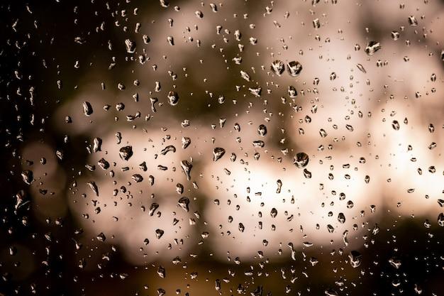 Wasser auf spiegel, regnerischer tag, abstrakter hintergrund