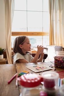 Wasser mit mittlerem schuss für kinder