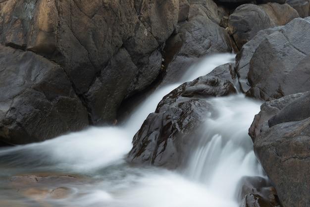 Wasserfälle am fluss, abteilung nr. 9, subd. a, gros morne nationalpark, neufundland und labrador, c