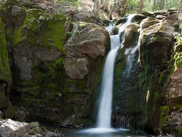 Wasserfälle in den bergen der krim