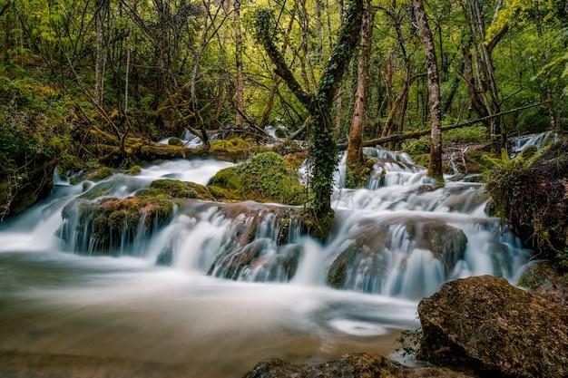 Wasserfälle von andoin, alava, baskenland