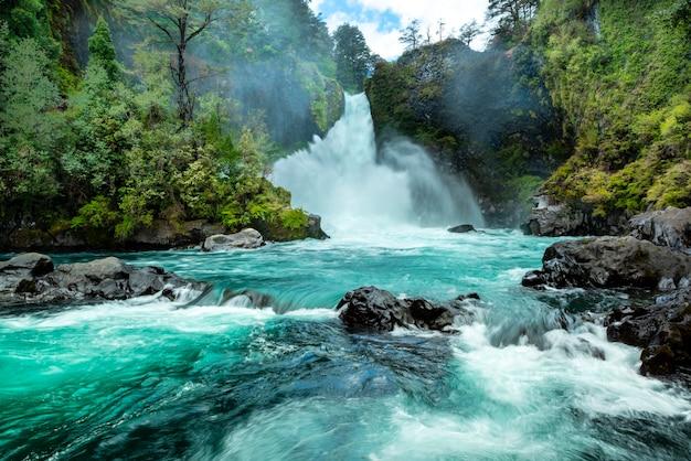 Wasserfall huilo huilo pangulipulli provinz valdivia los lagos chile patagonien