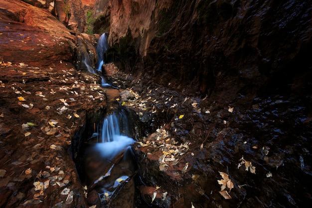 Wasserfall in der utah-schlitz-schlucht