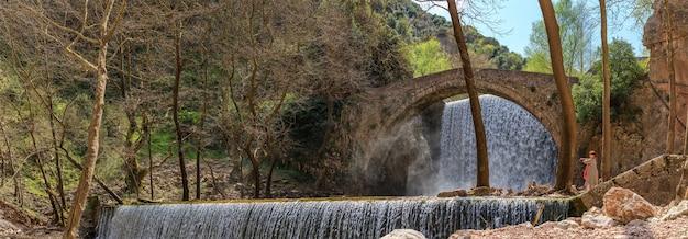 Wasserfall von paleokaria trikala griechenland