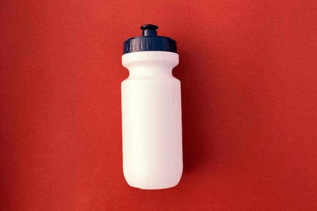 Wasserflasche, sport, protein, smoothies, konzept des gesunden lebensstils.
