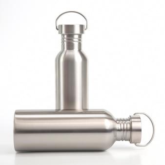 Wasserflaschen aus metallstahl. metalltrinkutensilien