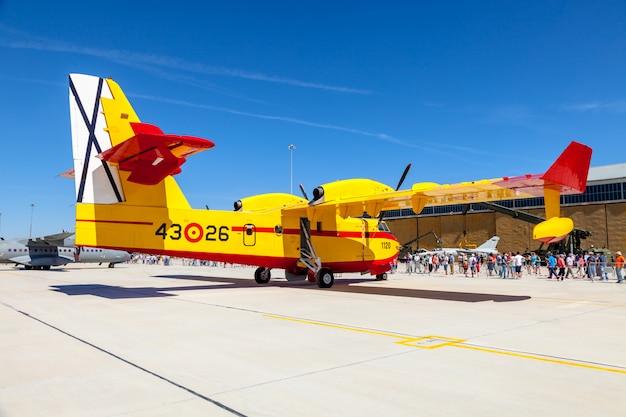 Wasserflugzeug canadair cl-215
