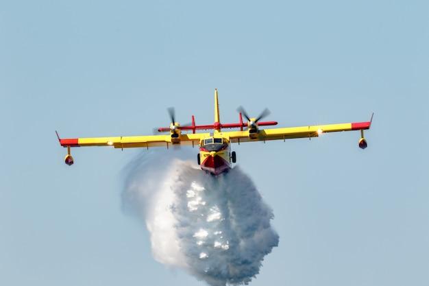 Wasserflugzeug canadair cl-415