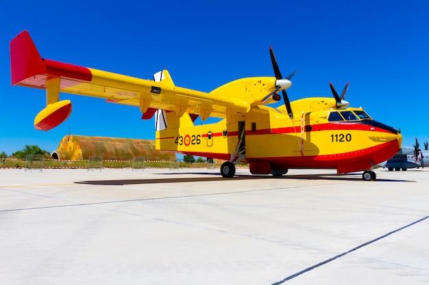 Wasserflugzeug canadair