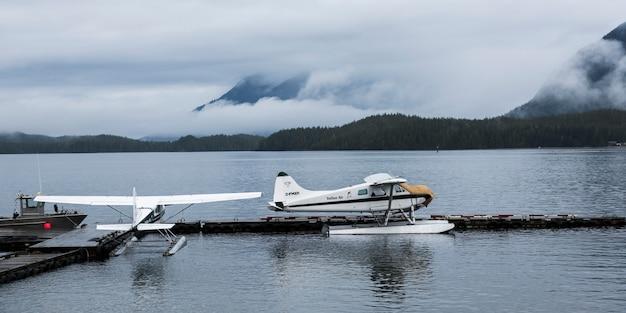 Wasserflugzeuge am dock, pazifische rand-nationalpark-reserve, tofino, vancouver island, britisch-columbia, ca