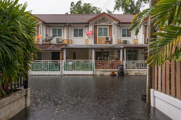 Wasserflutdorf im don mueang-bezirk
