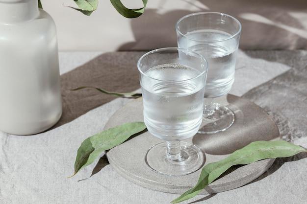 Wassergläser mit schatten