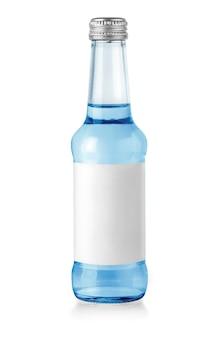 Wasserglasflasche isoliert mit etikett auf weiß mit beschneidungspfad