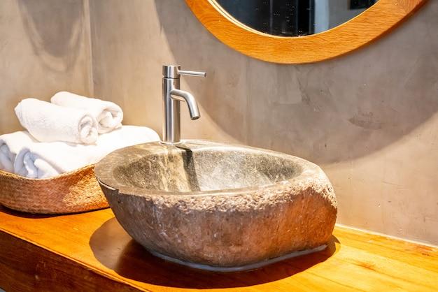Wasserhahn mit steinspüle