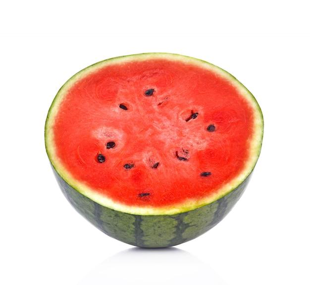 Wassermelone auf weißem hintergrund
