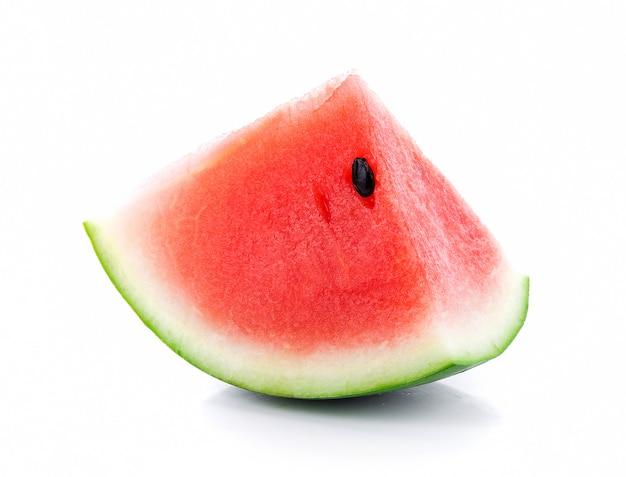 Wassermelone auf weißer wand