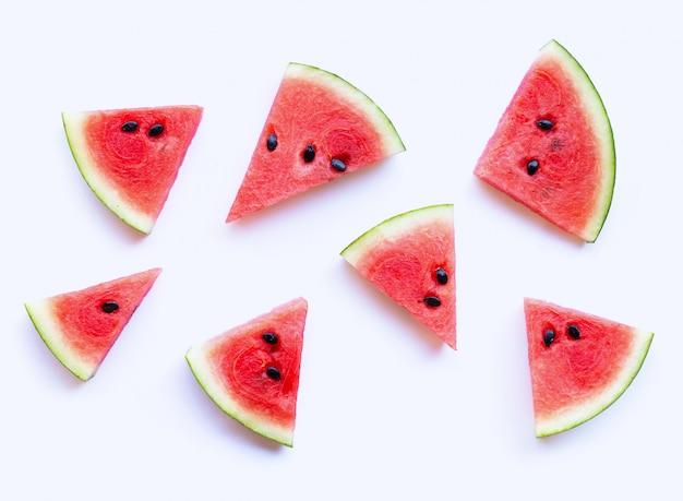 Wassermelone geschnitten auf weiß.