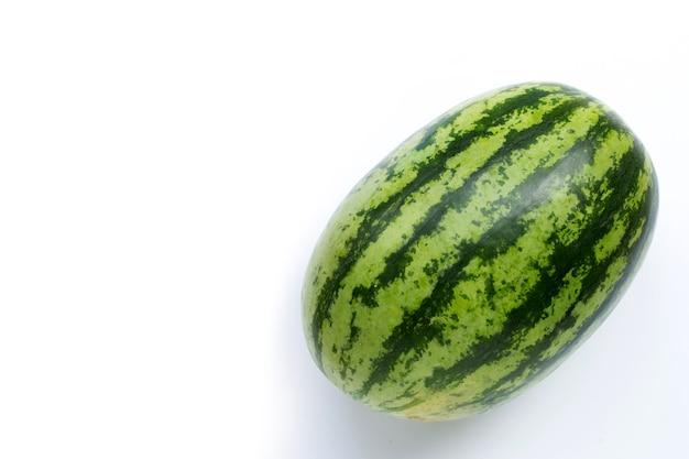 Wassermelone lokalisiert auf weißem hintergrund. speicherplatz kopieren