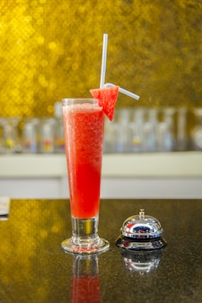 Wassermelonen-cocktails im oberen bar-restaurant.