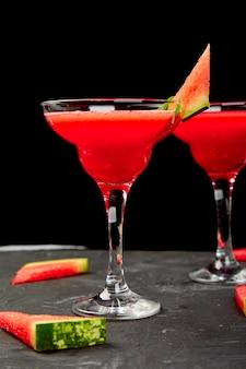 Wassermelonen-margarita-cocktail frisches wassermelonen-limonaden-sommergetränk.