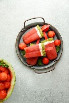 Wassermeloneneis knallt, hausgemachtes sorbet