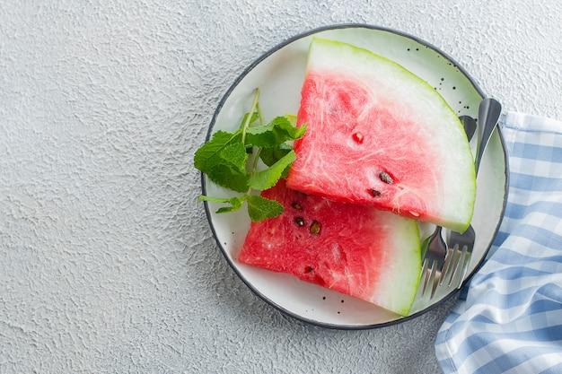Wassermelonenscheiben auf einer platte