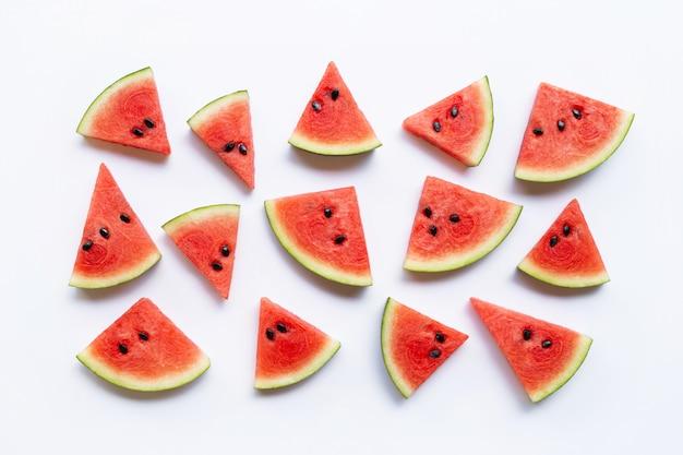 Wassermelonenscheiben isoliert auf weißem hintergrund,