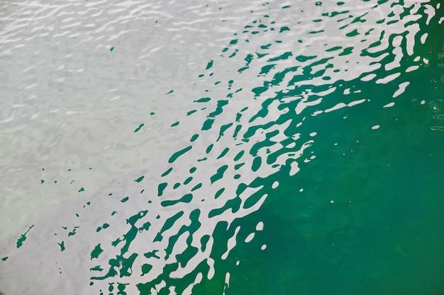Wasseroberfläche des meeres. wellen
