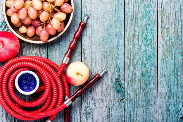 Wasserpfeife mit herbsttrauben