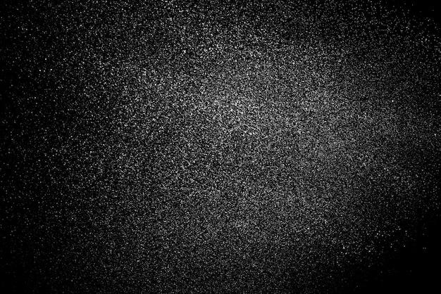 Wasserspritzen getrennt auf schwarzem hintergrund