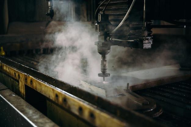 Wasserstrahlschneidemaschine, die stahlplatte schneidet