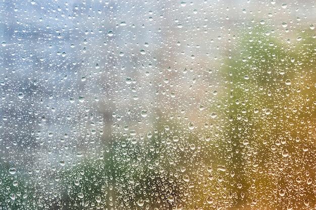 Wassertröpfchen auf den glaswassertropfen hintergrund