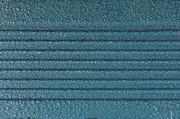 Wassertropfen auf blauem hintergrund