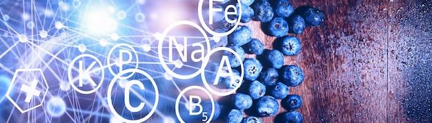 Wassertropfen auf reife süße blaubeere. frischer blaubeerhintergrund mit kopienraum für ihren text. veganes und vegetarisches konzept. makrobeschaffenheit von blaubeerbeeren. textur blaubeerbeeren hautnah