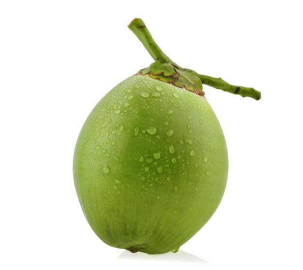 Wassertropfen grüne kokosnuss isoliert