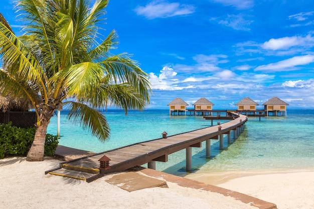 Wasservillen bungalows auf den malediven