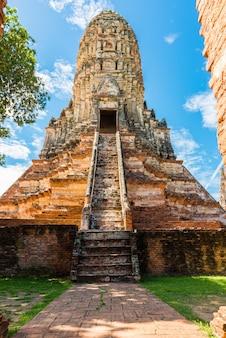 Wat chai watthanaram wurde von könig prasat tong mit seinem wichtigsten prang (mitte) errichtet