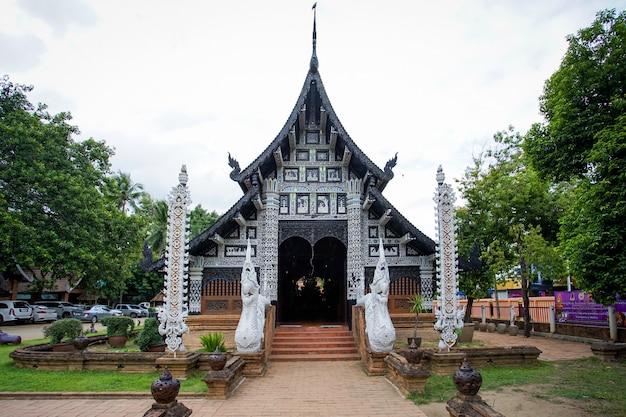 Wat lok molee bei sonnenuntergang, einer der ältesten tempel in chiang mai, thailand
