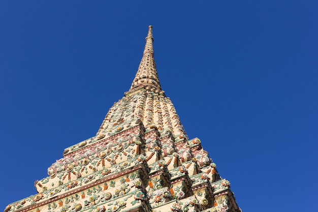 Wat pho oder wat phra chetuphon, der tempel des stützenden buddhas in bangkok, thailand