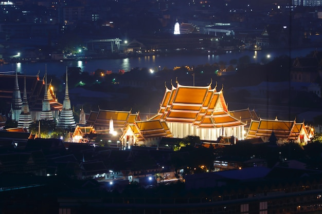 Wat pho tempel des liegenden buddha in der nacht